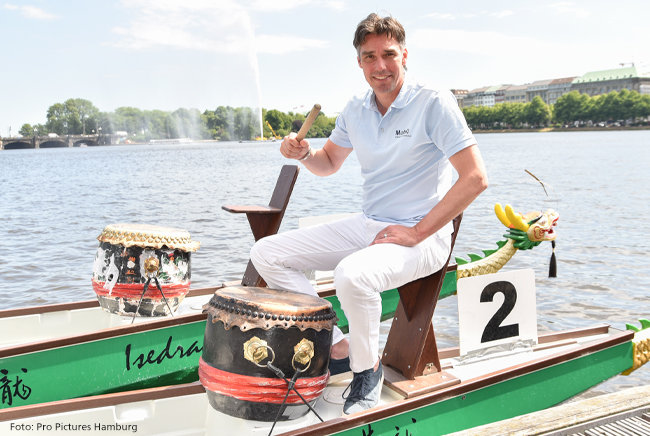 Michael Stich im Drachenboot